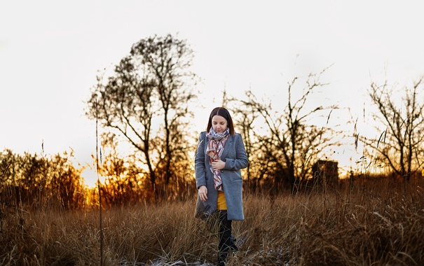 Фото обои иней, трава, девушка, закат