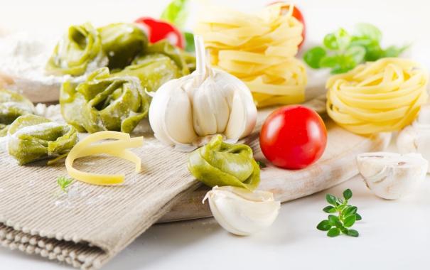 Фото обои зелень, спагетти, салфетка, чеснок, тортеллини