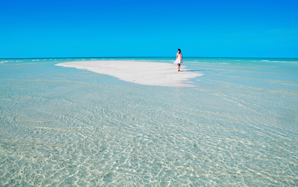 Фото обои песок, море, небо, девушка, отдых, рай, отпуск