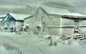Обои поселок, дома, буран, зима, снег, небо, пурга