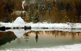Обои smoke, winter, lake, snow, reflection, cabin, chimney