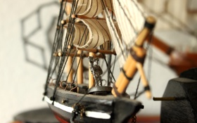 Обои игрушка, корабль, паруса