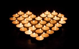 Обои черный фон, свечи, сердечко