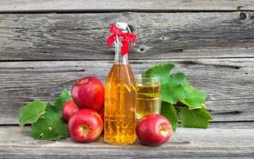 Обои бутылка, яблоки, стакан, сок, листики