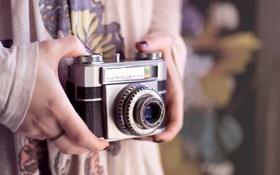 Обои кольца, камера, руки, фотоаппарат, объектив