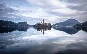 Обои горы, озеро, остров, дома, церковь, Словения, Блед