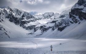 Картинка снег, горы, люди, указатель