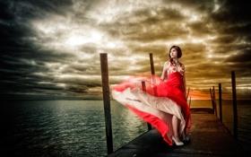 Картинка красное, плтье, пирс, причал, девушка, вода