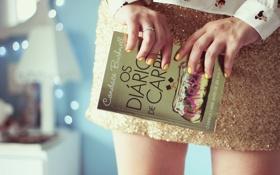 Обои девушка, фон, обои, настроения, юбка, книга, ногти