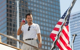 Картинка фильм, бокал, драма, Леонардо ДиКаприо, флаг америки, Волк с Уолл-стрит