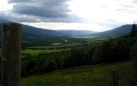 Обои облака, свет, деревья, горы, долина