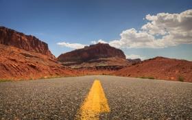 Картинка дорога, небо, асфальт, облака, скала, путь, жёлтый