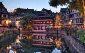 Картинка цветы, огни, Франция, дома, вечер, канал, Страсбург