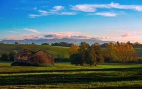 Обои облака, осень, небо, холмы, руины, деревья, природа