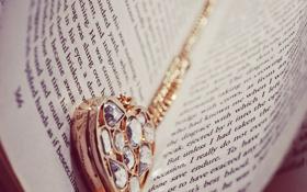 Обои буквы, сердце, кулон, книга, страницы