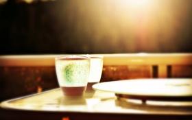 Картинка солнце, свет, стол, узоры, вечер, размытость, стаканы