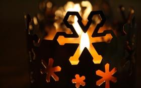 Обои свеча, снежинка, огонь