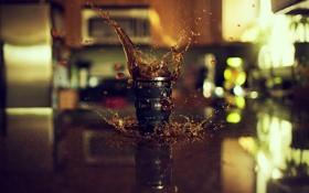 Картинка капли, макро, брызги, отражение, стол, чай, кофе