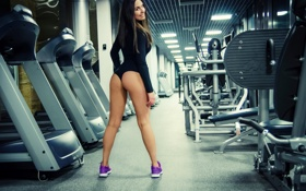 Обои девушка, спортзал, взгляд