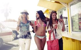 Картинка пляж, лето, солнце, девушки, настроения, мороженое, напитки