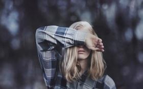 Обои девушка, рубашка, жест, боке, blinded