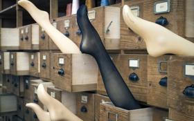 Картинка ноги, чулки, выдвижной ящик