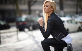 Картинка взгляд, город, улица, кожа, куртка, профиль