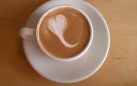 Обои рисунок, сердечко, капучино, чашка кофе, деревянный стол, пенка молочная