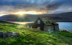 Картинка солнце, горы, тучи, озеро, дом, утро, Исландия