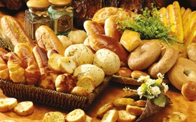 Картинка цветы, стол, хлеб, баночки, выпечка, сушки, булочки
