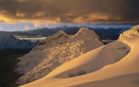 Обои золотые, горы, снег