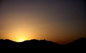 Обои небо, свет, закат, горы, тень, линия, силуэт