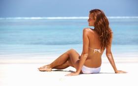 Картинка песок, море, купальник, девушка, отдых, загар, шатенка