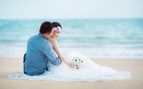 Обои море, пляж, букет, горизонт, пара, невеста, свадьба