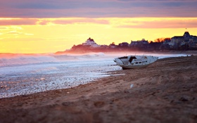 Картинка море, пляж, небо, свет, город, берег, лодка