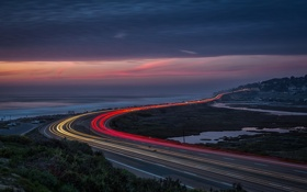 Картинка дорога, море, небо, облака, ночь, огни, трассы