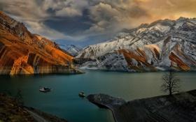 Картинка пейзаж, закат, горы, тучи, озеро, катер
