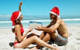Обои парочка, пляж, подарок, новый год, отношения, пара
