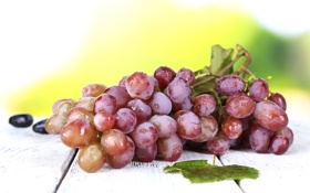 Обои осень, листья, капли, капельки, ягоды, виноград, гроздь
