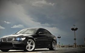 Картинка небо, облака, чёрный, бмв, BMW, парковка, black