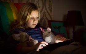 Картинка игра, игрушки, девочка, планшет