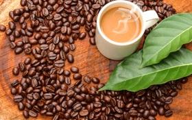 Обои пена, листья, стол, кофе, кружка, кофейные зёрна
