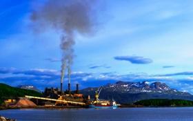 Обои небо, облака, горы, трубы, завод, дым, корабль