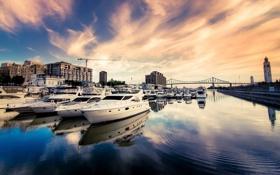 Картинка небо, вода, река, дома, Город, порт, катера