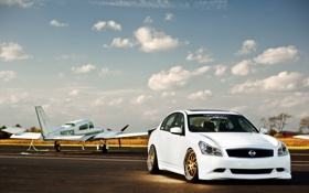 Обои Nissan, white, самолёт, ниссан, Skyline, взлётная полоса, скайлайн. белый