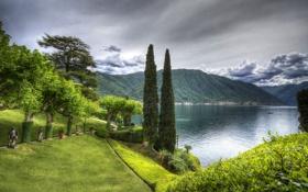 Картинка зелень, трава, облака, деревья, горы, дизайн, озеро
