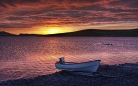 Обои закат, побережье, лодка, море