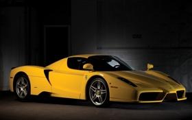 Обои желтый, Феррари, Ferrari, суперкар, полумрак, Enzo, передок