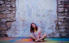 Картинка девушка, стена, праздник, холли
