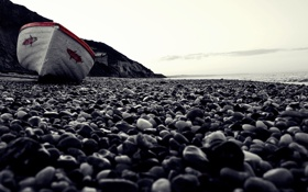 Обои пляж. камни, галька, берег, лодка, макро, море